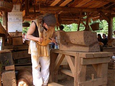 Guedelon  les tailleurs de pierre du chteau de Guedelon