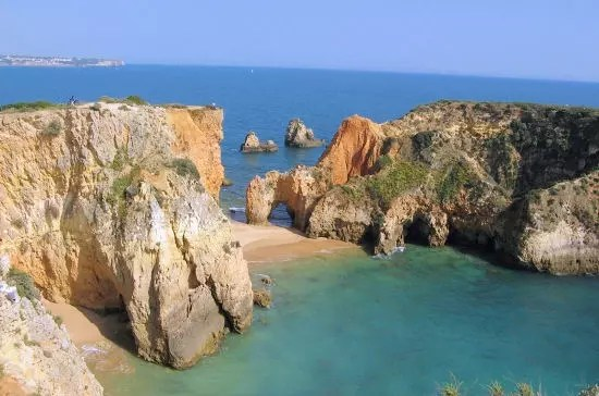 la plage de alvor près d'algarve au portugal.