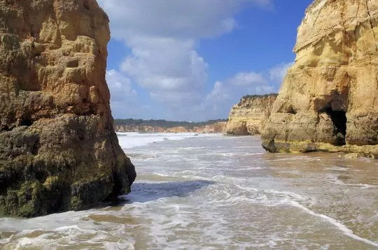 la plage d'algarve au portugal.