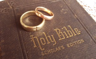 Bible with wedding rings (scholar's edition)