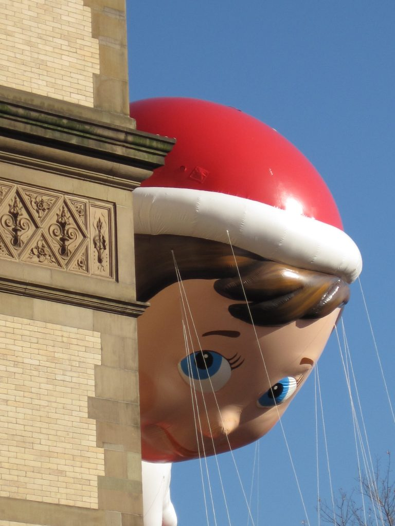 Elf on the Shelf Balloon. Photo by Kim on Flickr https://www.flickr.com/photos/thegirlsny/8208193899