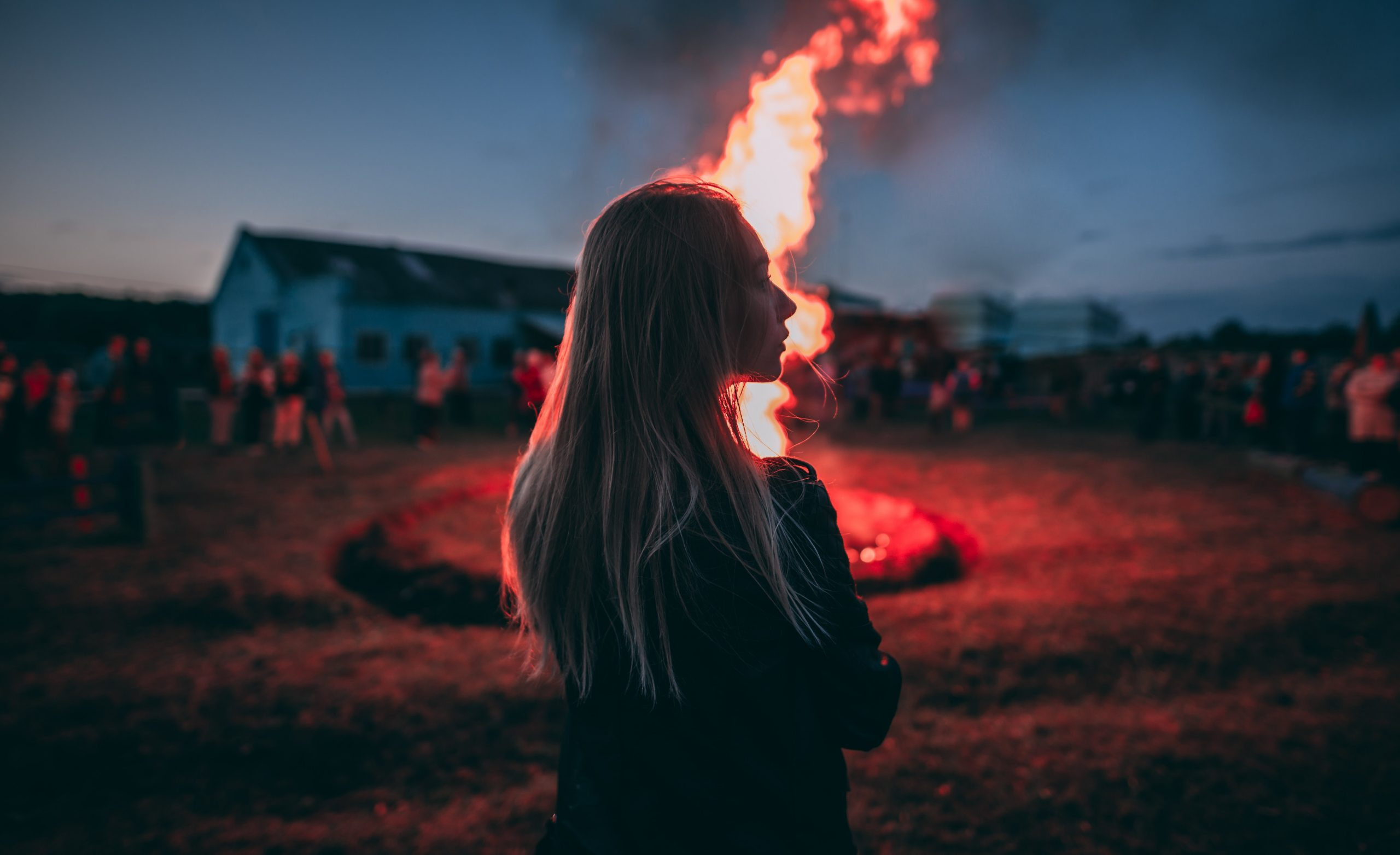 Slow-burn crazy-making behaviours. Photo by Vadim Sadovski on Unsplash