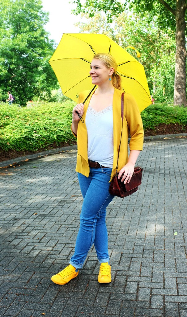 lipoedem fashion outfit rainy day yellow outfit yellow rain