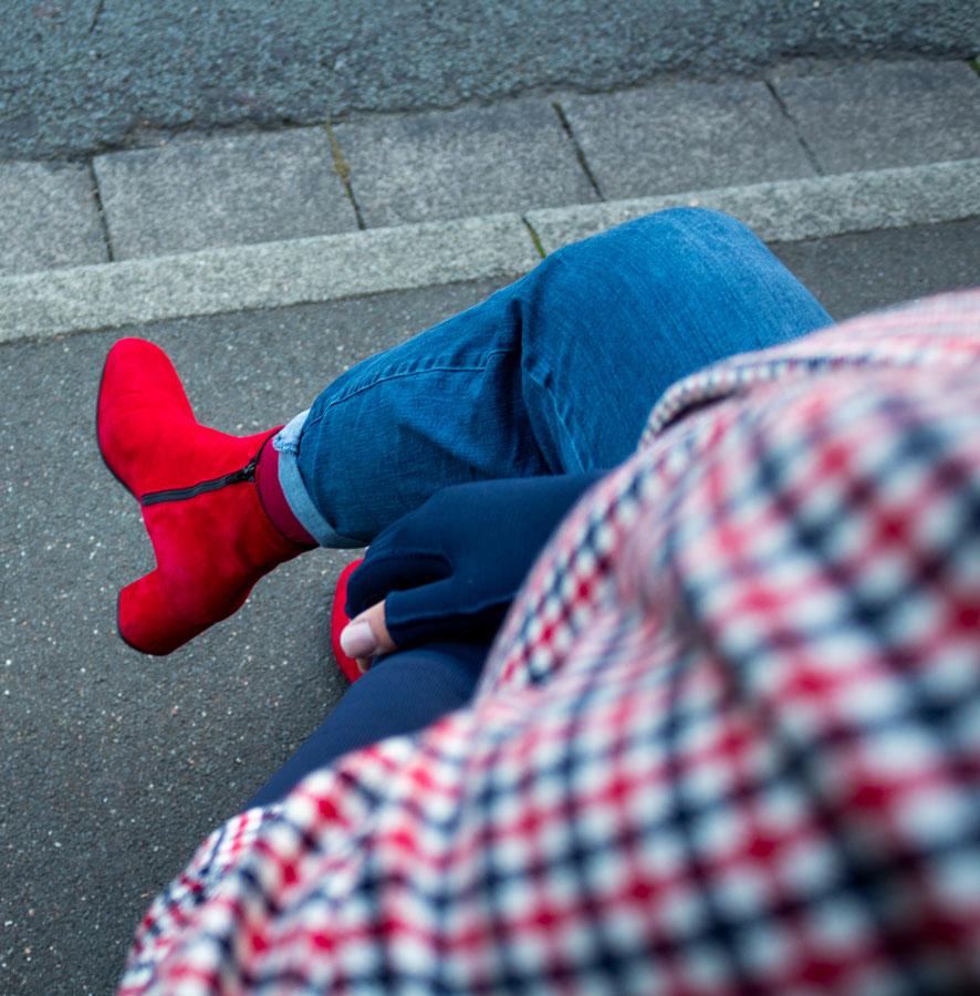 Lipoedem Mode Marineblau Rote Melone Britchic Caroline Sprott medi Armkompression Armstrümpfe