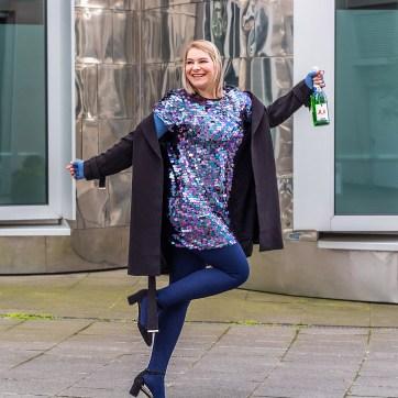 lipoedem mode silvester plus size outfit pailletten medi marine jeansblau kompression mediven 550 caroline sprott