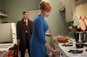 Mad Men, The Good News, Joan in the kitchen