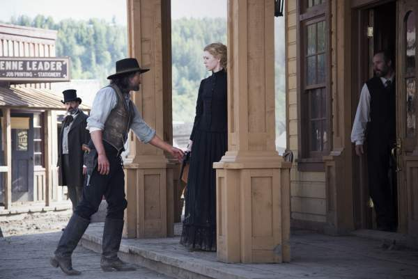 Hell on Wheels: Bleeding Kansas; Cullen approaches Ruth after the shooting