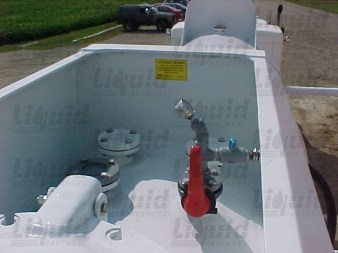 spill-dam-fiberglass-acid-transport-trailer