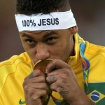 2016 Rio Olympics - Soccer - Victory Ceremony - Men's Football Tournament Victory Ceremony - Maracana - Rio de Janeiro, Brazil - 20/08/2016. Neymar (BRA) of Brazil kisses his gold medal. REUTERS/Ueslei Marcelino