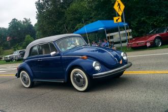 blue 1971 Volkswagen bug