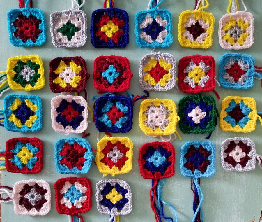 Granny Squares With Three Rounds