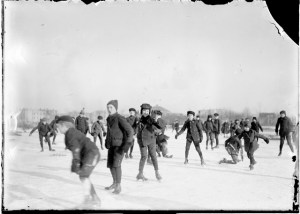 Children ice skating at Lincoln Park. Chicago Daily News negatives collection, DN-003253. Courtesy of Chicago History Museum.