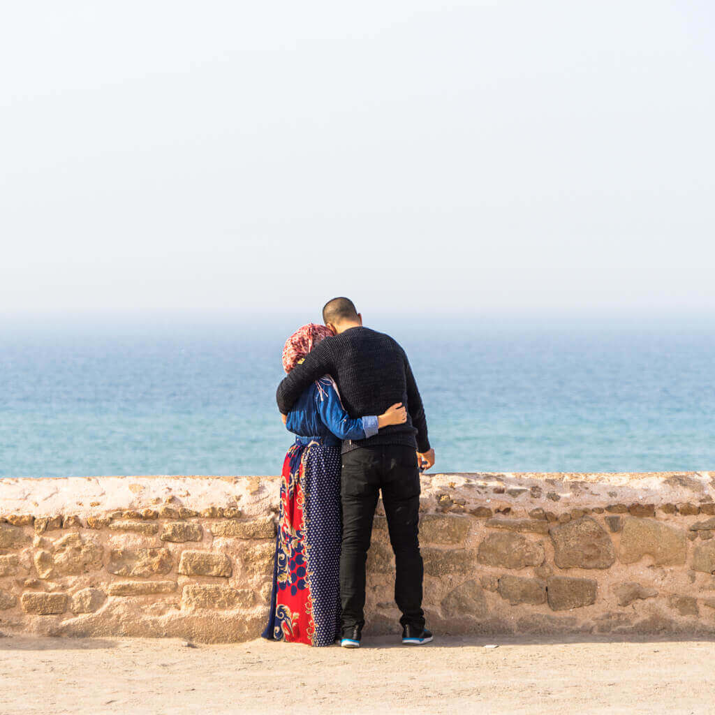 rabat-couple-sea