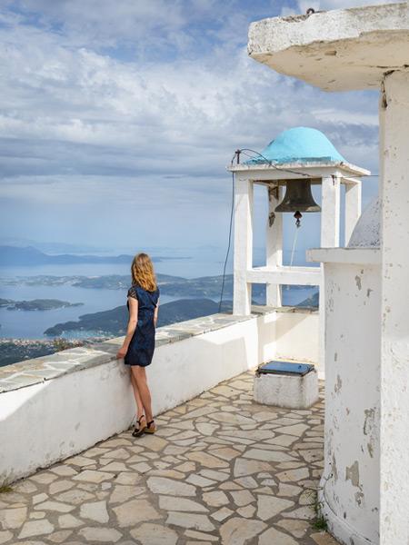 Het uitzicht vanaf het hoogstgelegen kerkje van Lefkas, genaamd Profitis Ilias.