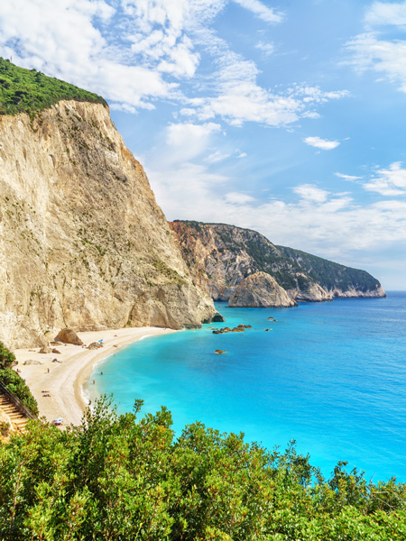 Overzichtsfoto van het mooiste strand van Lefkas: Porto Katsiki.