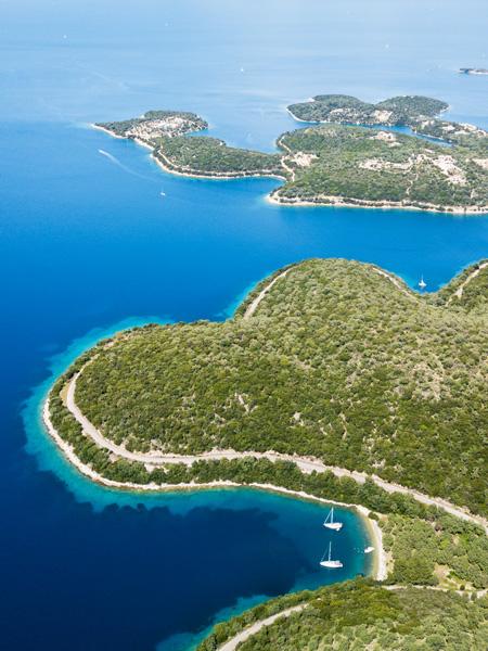 Dronefoto van het Griekse eiland Meganisi bij Lefkas.