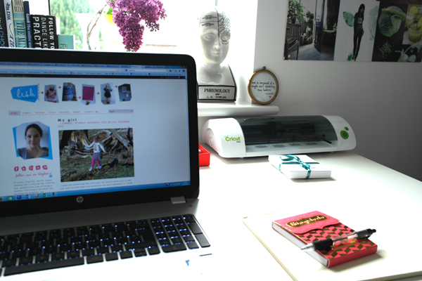 blogger-desk4