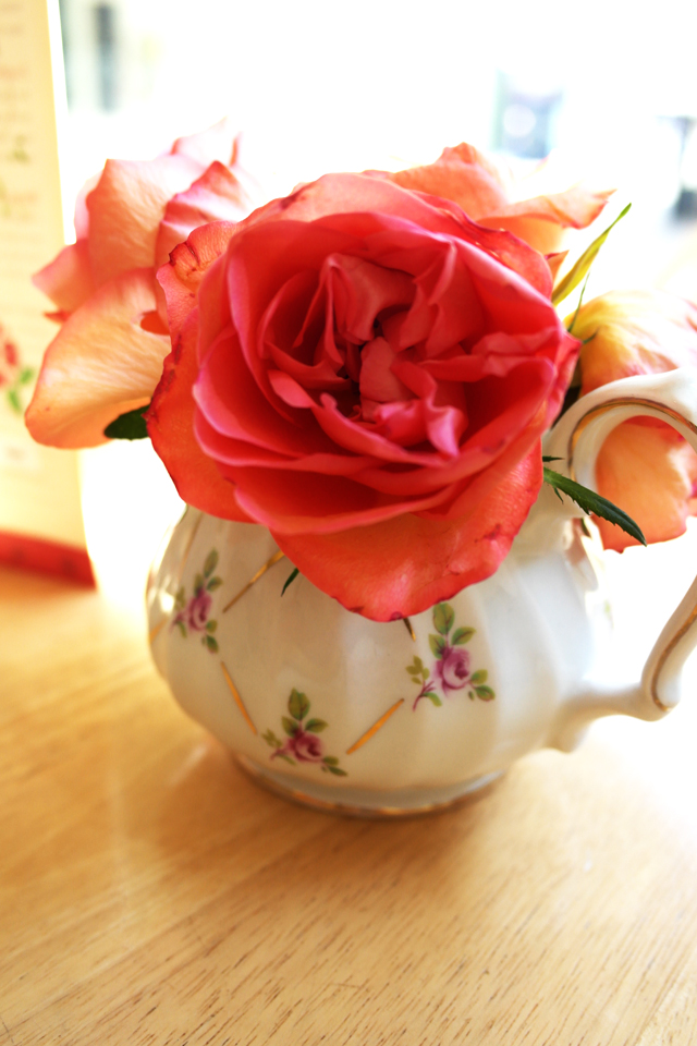 roses-in-little-jug