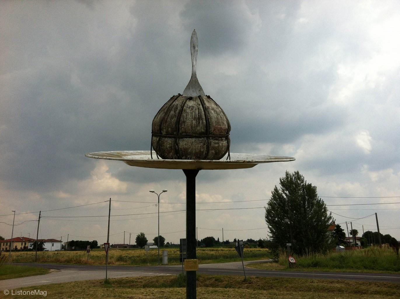 Risultati immagini per monumento alla salama da sugo