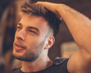 capelli crespi uomo