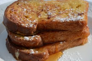 French Toast mit Ahorn-Sirup