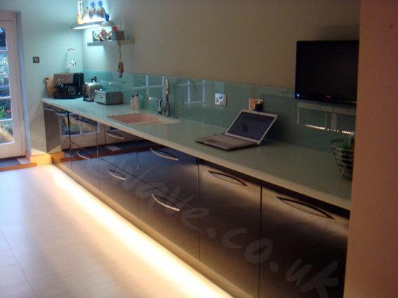 Kitchen Cabinet Plinth Lights Functionalitiesnet - Kitchen plinth lights white