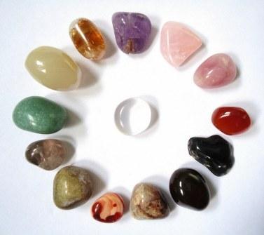 Le cristal de roche peut être associé aux autres pierres de lithothérapie, pour en amplifier les effets