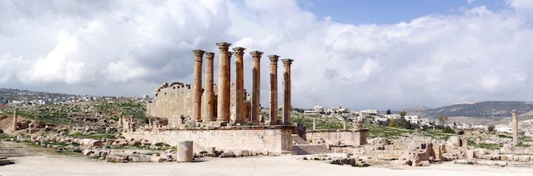 Les colonnes du temple d'artemis étaient décorées de malachite