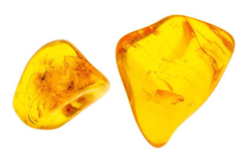 L'ambre jaune à travers l'histoire : de l'Antiquité à nos jours