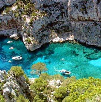 """Le nom """"Aqua marina"""" décrit la couleur de l'eau de mer"""