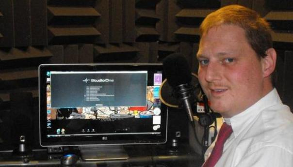 Why Cast A Voice Over Talent Online?