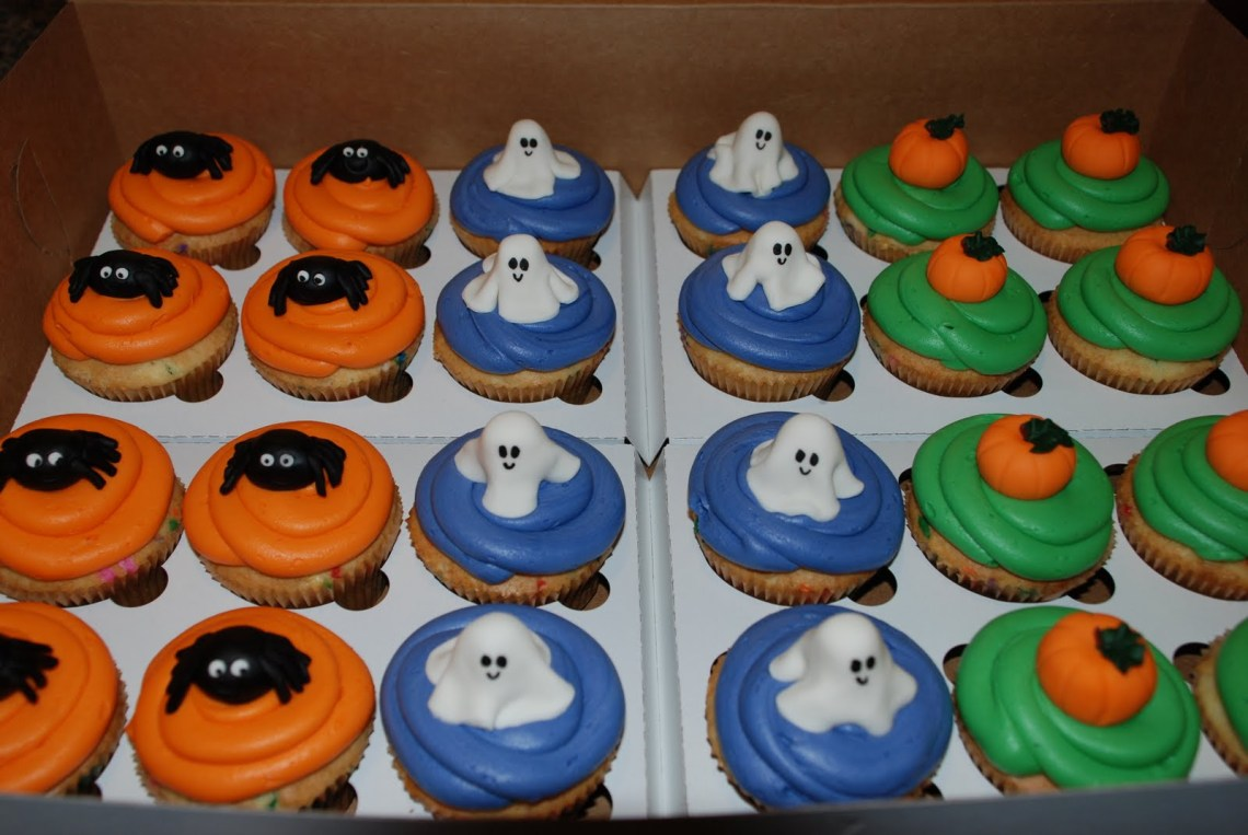 Pleasant Halloween Themed Cakes The Cake Boutique Funny Birthday Cards Online Fluifree Goldxyz