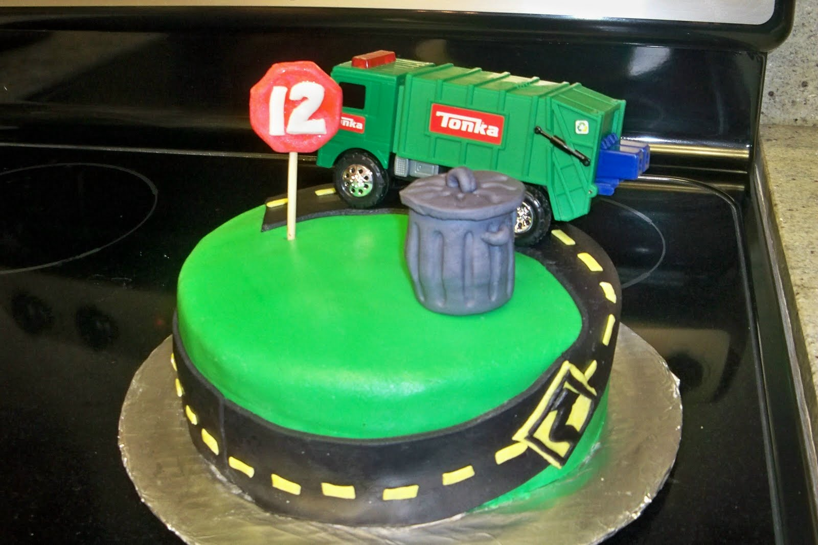 Garbage Truck Cakes Decoration Ideas