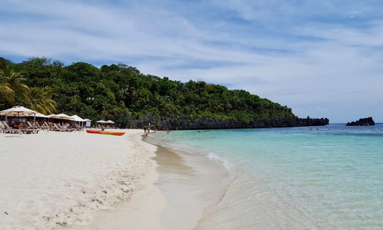 West Bay in Roatan is one of the top beaches in the world! Learn more about Roatan on the blog!