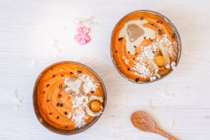 Carrot Cake Smoothie Bowl