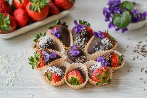 Easy Paleo Chocolate Covered Strawberries