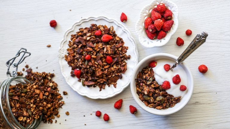Healthy Dark Chocolate Granola (Gluten & Dairy Free)