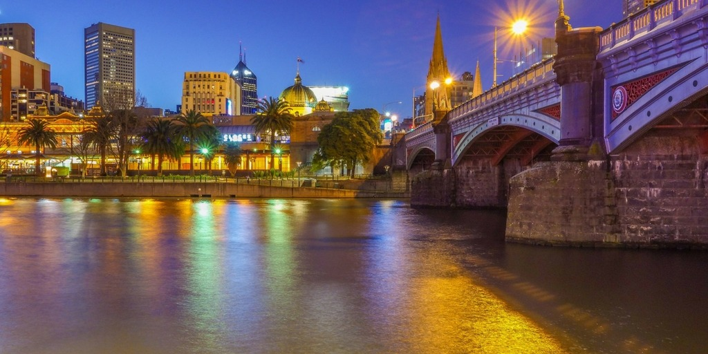 Melbourne at night   Little City Trips Guide to the best time to visit Melbourne
