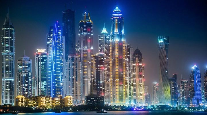 Dubai night skyline | Little City Trips Guide on when to visit Dubai