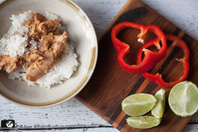 You must try this quick and easy Crockpot Peanut Chicken recipe! Only 6 ingredients!