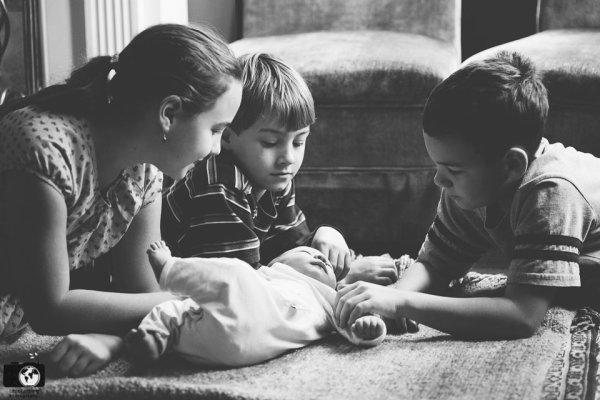 newborn-and-siblings