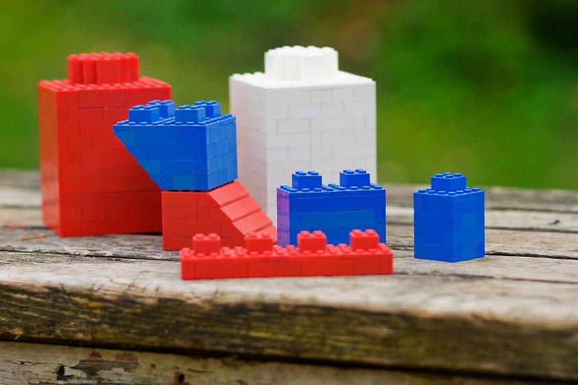 5 amazing ways to save money on LEGO
