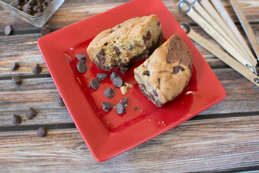 These layered chocolate chip cookie brownies are amazing!!!