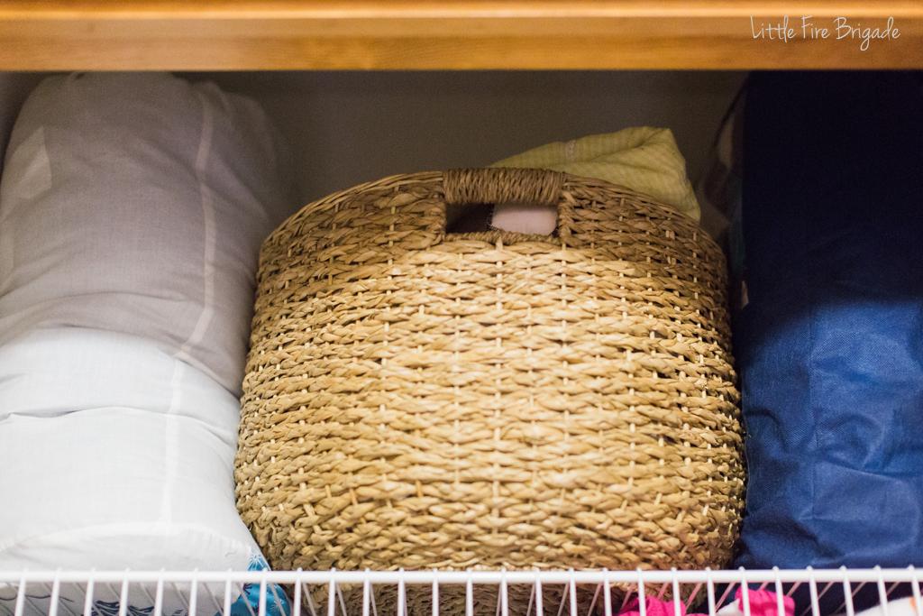 organizing_ideas_linen_closet_4