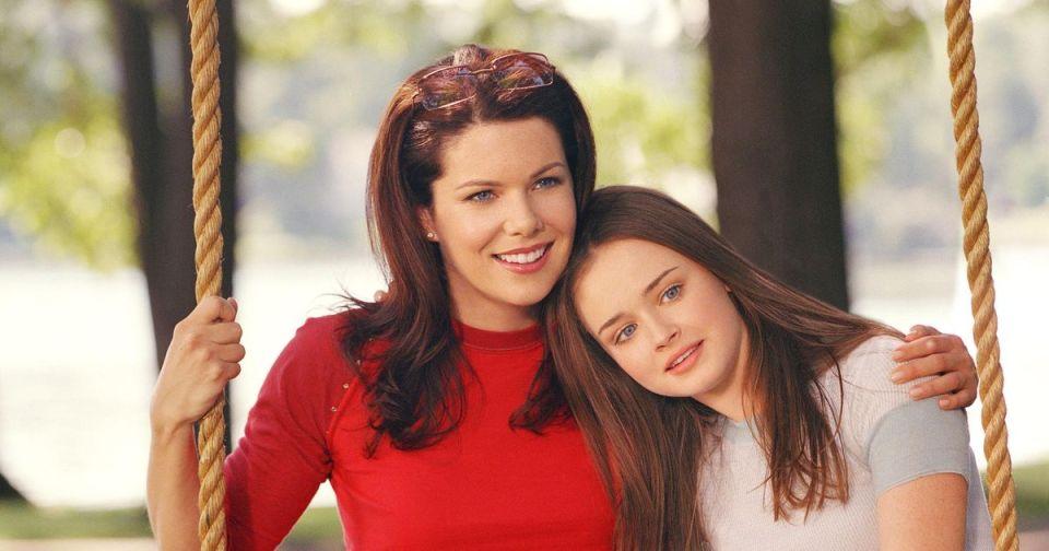 La série Gilmore girls est tranquille, sans grande révolution, sang ni bouleversement. Une série juste agréable et distrayante sur la relation géniale qu'entretiennent une mère célibataire et sa fille de 16 ans.
