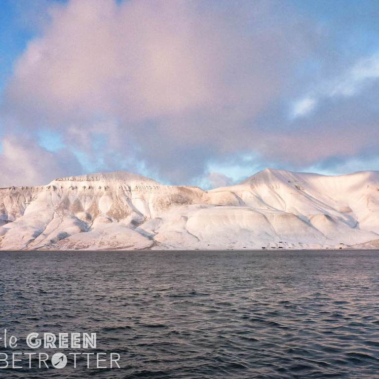 Longyearbyen-mountains-svalbard