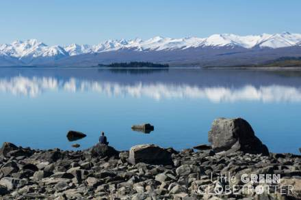 Lake-Tekapo-shore-New-Zealand