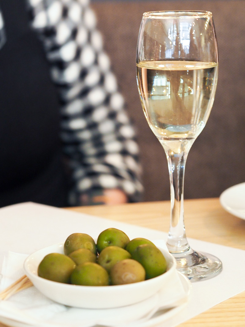prosecco and olives