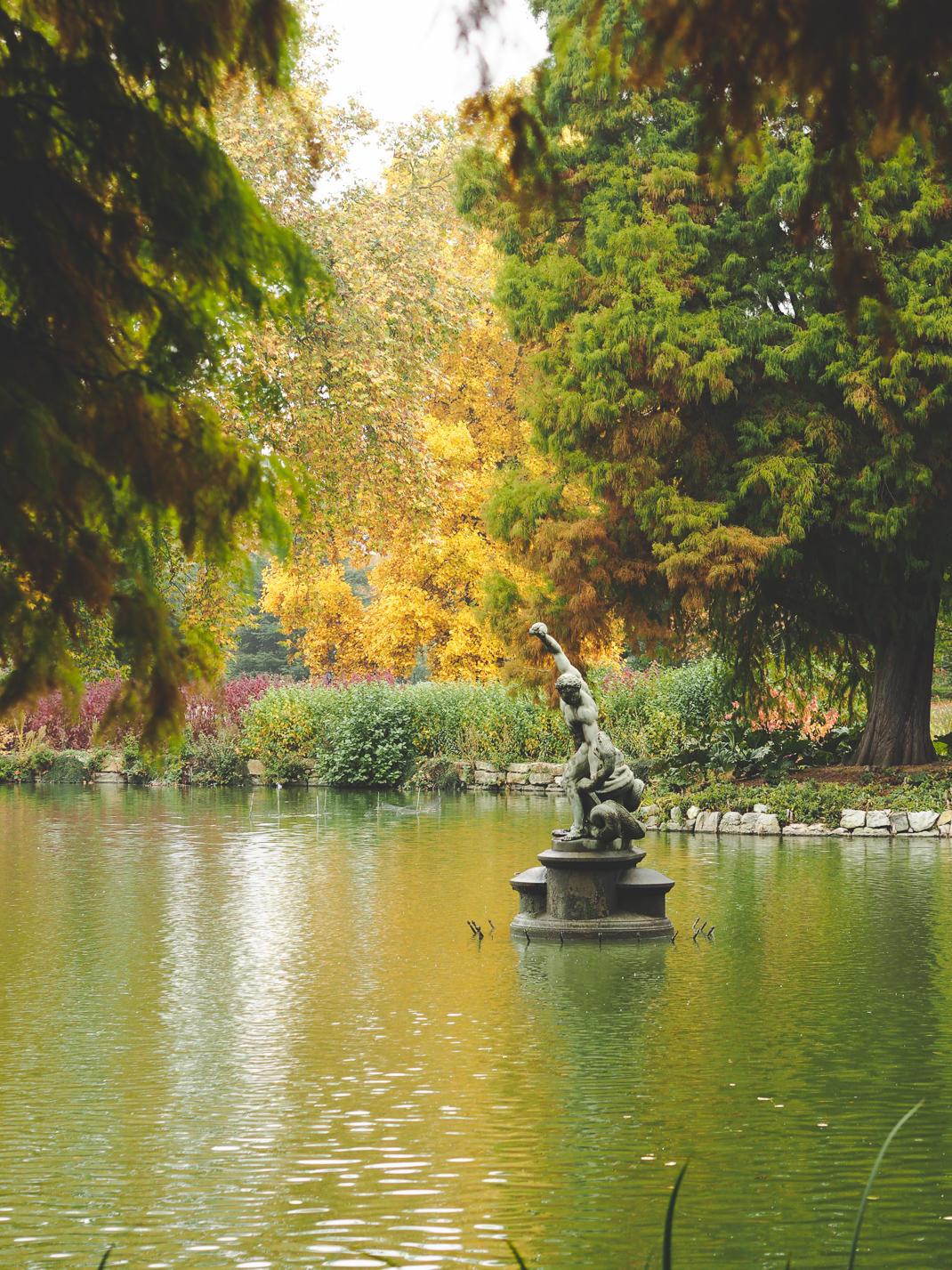 kew gardens lake