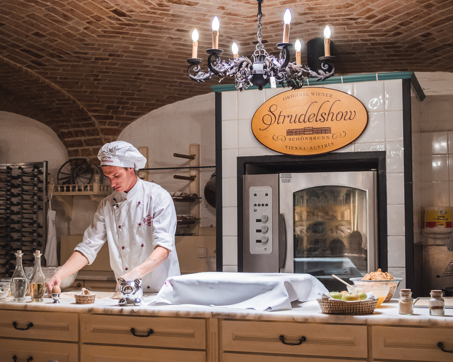 apple strudel baking class at schonbrunn palace